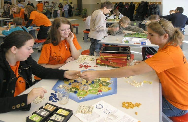 Top 20 Cele Mai Populare Board Games Pentru Adulti Și Copii
